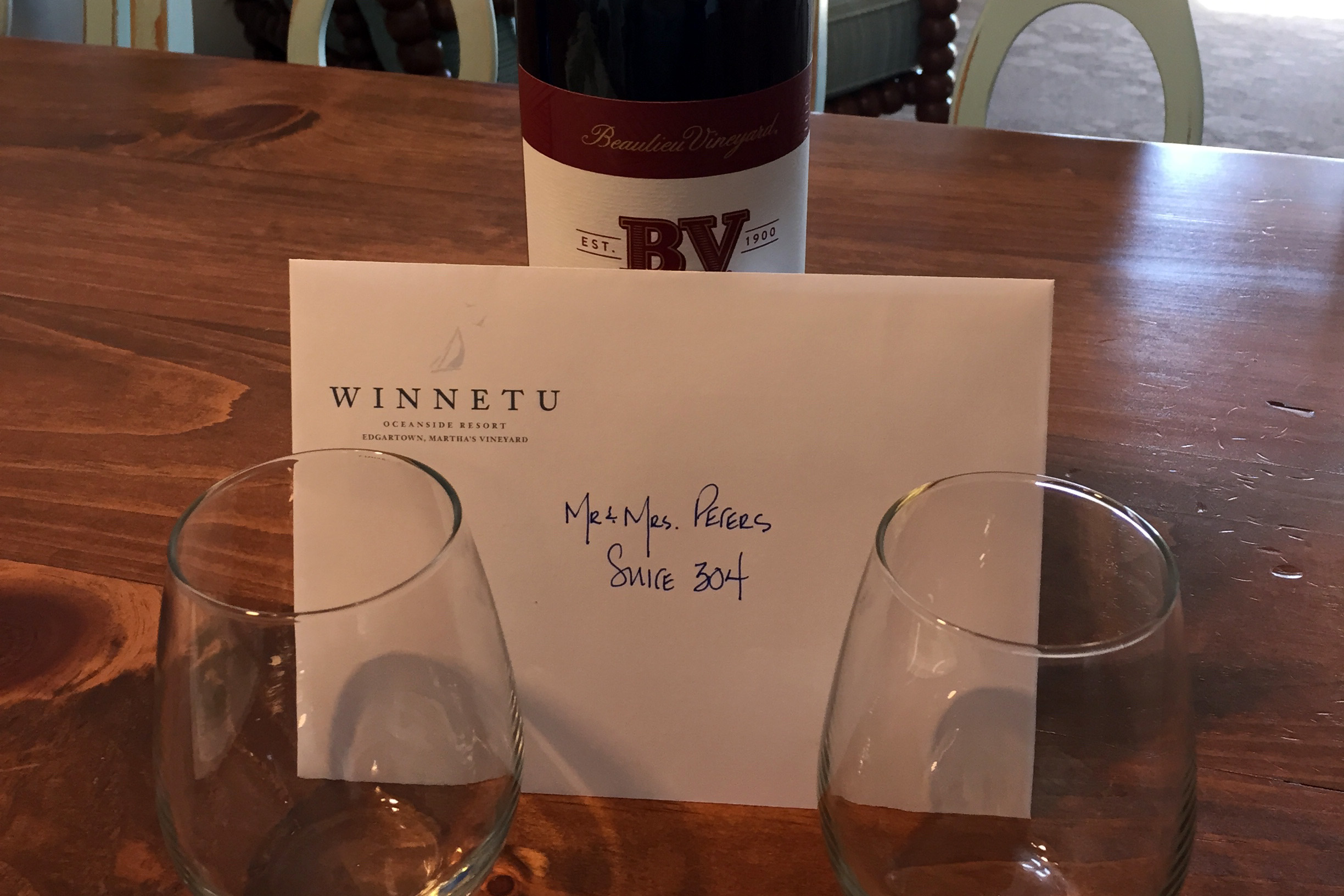 Winnetu hotel wine welcome